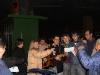 04-giovani-rumeni-che-si-uniscono-a-noi-per-cantare